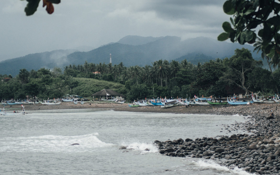 Surfing in Medewi – A long left and great Nasi Goreng