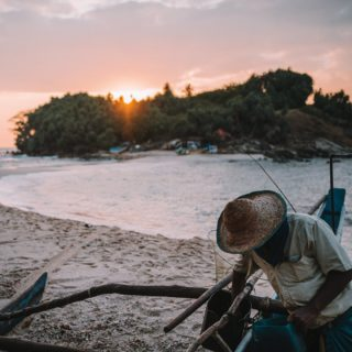 🌅 Sunrise in Nilwella, Sri Lanka. Fishermen coming back from their shift. How happy they have been, when we asked what they caught. Not a lot but extremely proud to show us. 🚣🏿♂️ ⠀ 🌞 Enjoy your start of the day! 🥰 ⠀ #wavesnbackpack #srilankatrip #wonderlustsrilanka # #visitsrilanka #srilankaforu #srilankadaily #exploresrilanka #discoversrilanka #sunrise #indianocean #feelsrilanka #srilankatoday #tropics #saltysoul #surfer #surfingsrilanka #surfingsworld #surfinsta #srilanka #srilankatravel #backpackingasia #discoverasia #indianocean
